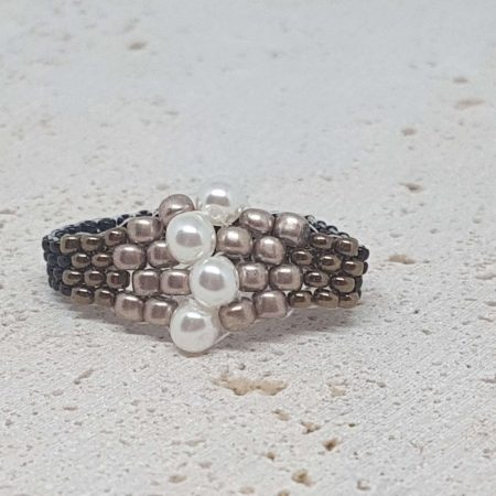 Bague en perles de rocailles